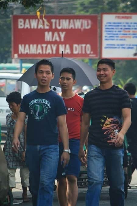 Jaywalking in Manila, Philippines