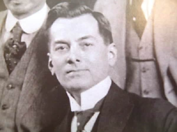 manuel l quezon Manuel l quezon (born manuel luís quezon molina august 19, 1878 – august 1, 1944) was a filipino statesman, soldier, and politician who served as president of the commonwealth of the philippines from 1935 to 1944.