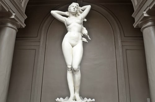 Venus sculpture by Guillermo Tolentino