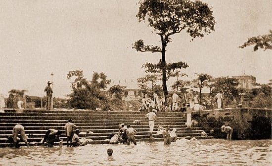 Public baths in Pasig River